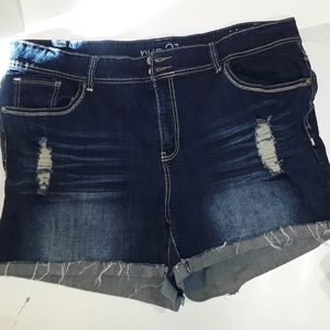 Shorts distressed Rue 21 size 22